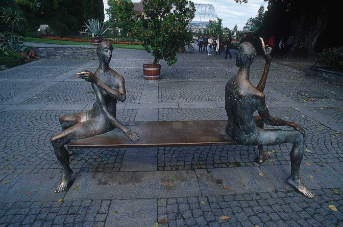 sculpture_two_people_54