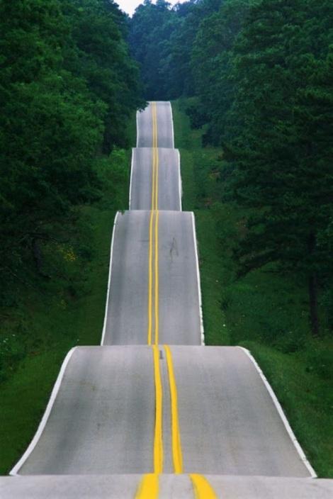 קרדיט: https://lh6.googleusercontent.com/-9Uvr3Njj5Fc/TzUiz-9JSmI/AAAAAAAAhhs/c9Ipc34njSM/s800/Hit+the+Road%2C+Jack%21+Long+Road+Ahead.jpg