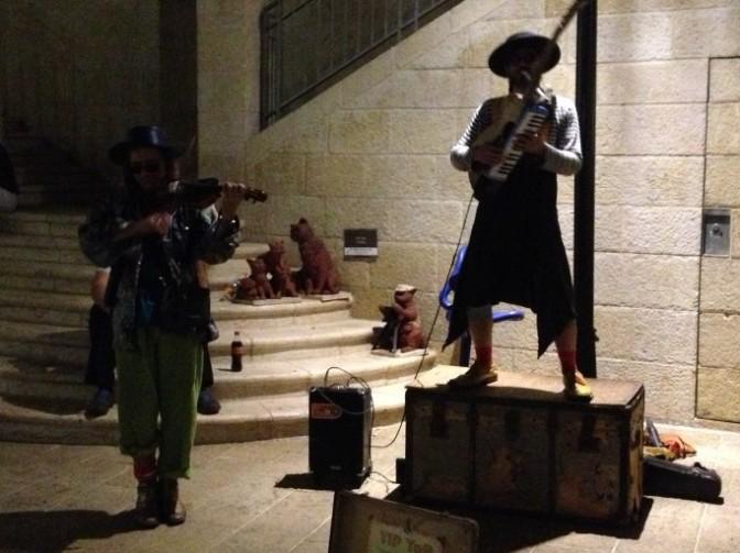 כלייזמרים בירושלים 2013 - By User:I.am.a.qwerty (Own work) [CC-BY-SA-3.0 (http://creativecommons.org/licenses/by-sa/3.0)], via Wikimedia Commons