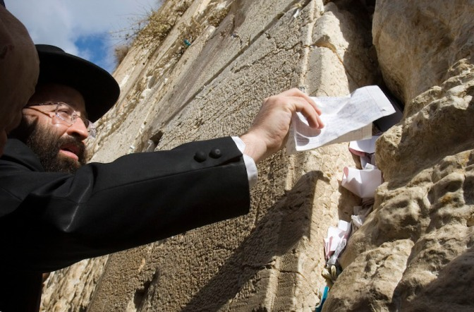Rabbi of Western Wall denounces UNESCO over holy sites vote
